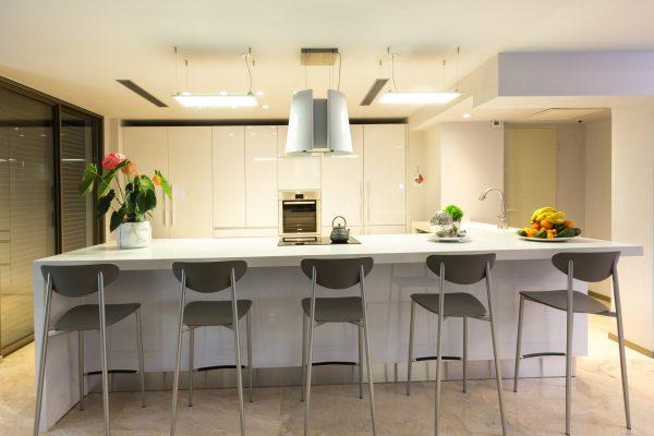 מטבח היי גלוס מודרני למשפחת כהן