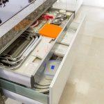 מטבח זכוכית מודרני למשפחת עזיזה